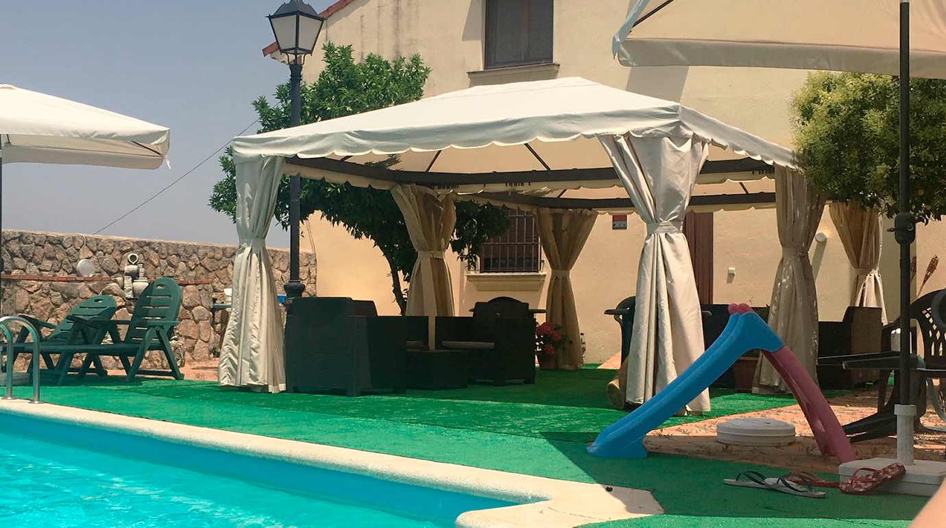Apartamentos La Cañada de Monfragüe piscina de temporada